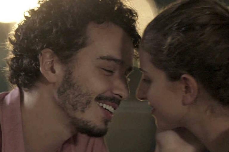 """Gabriel Stauffer e Carol Duarte em cena de """"A Força do Querer"""""""