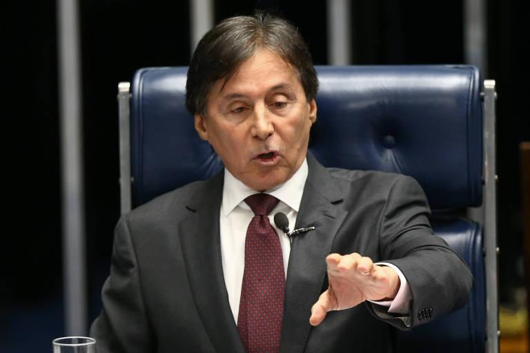 O presidente do Senado, Eun�cio Oliveira (PMDB-CE), no plen�rio