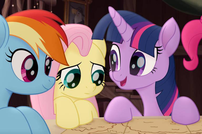 As personagens Rainbow Dash, Rarity e Twilight Sparkle em cena da anima��o 'My Little Pony - O Filme