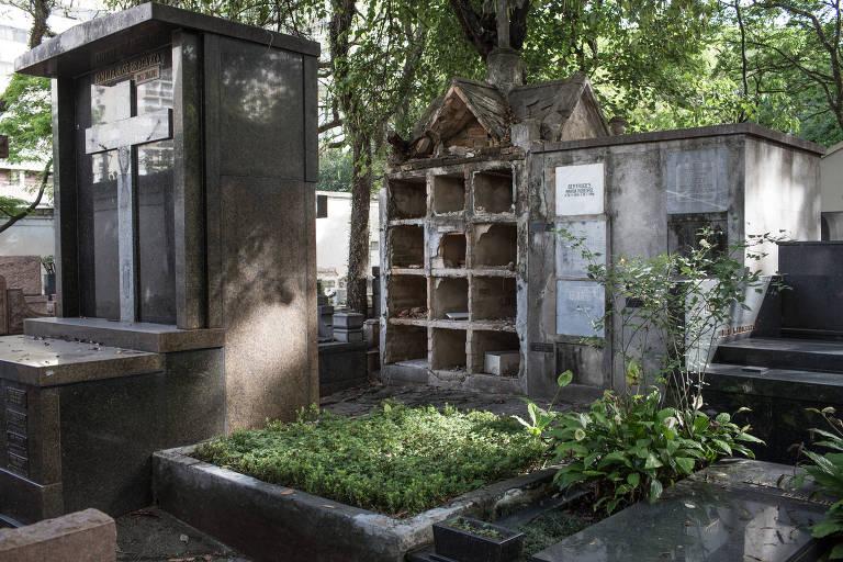 Túmulos furtados no cemitério da Consolação, no centro de São Paulo