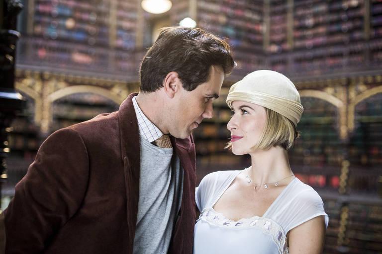 Vicente (Bruno Ferrari) e Celina (Barbara França), personagens de 'Tempo de Amar'