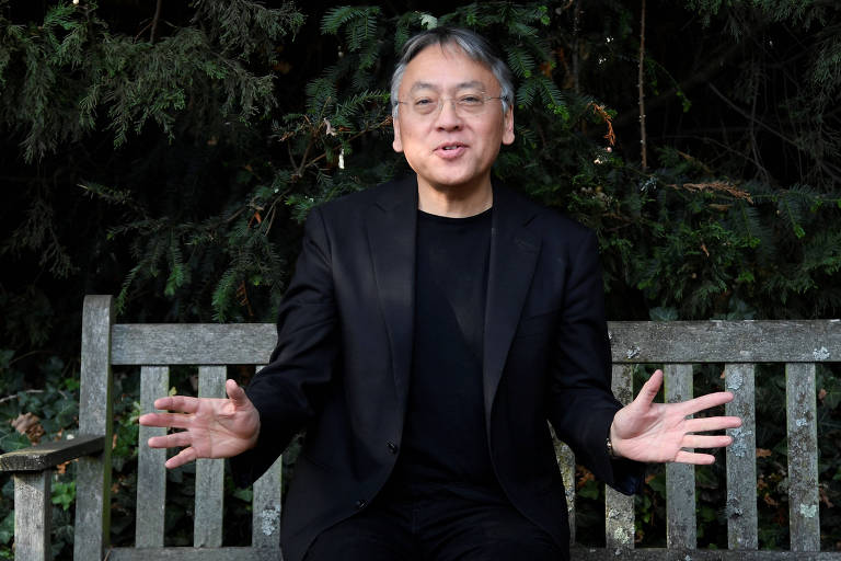 Kazuo Ishiguro, a novelist, in Chipping Campden, England, Jan. 26, 2015. Ishiguro�€s new novel, �€The Buried Giant,�€ is the riskiest and most ambitious venture of his celebrated career, a return to his hallmark themes of memory and loss, set in a ogre- and pixie-populated ancient England. �€I don�€t know what�€s going to happen,�€ Ishiguro said. �€Will readers follow me into this?�€ (Andrew Testa/The New York Times) ORG XMIT: XNYT109 ***DIREITOS RESERVADOS. N�O PUBLICAR SEM AUTORIZA��O DO DETENTOR DOS DIREITOS AUTORAIS E DE IMAGEM***