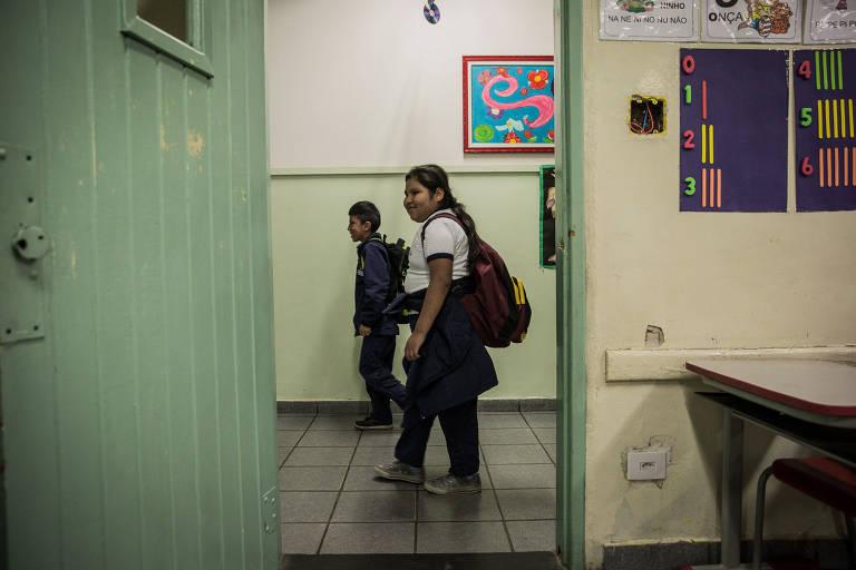 BUJARI, AC, BRASIL, 16-05-2017: No estado do Acre, localidades distantes dentro da zona rural e �reas de floresta, as escolas do governo s�o administradas e cuidadas pelos pr�prios professores, como a Escola Estadual Rural S�o Pedro, visitada pela Folha de S.Paulo, no munic�pio de Bujari, cerca de 130 km de Rio Branco, capital do estado. (Foto: Bruno Santos/ Folhapress) *** FSP-FOTO *** EXCLUSIVO FOLHA***