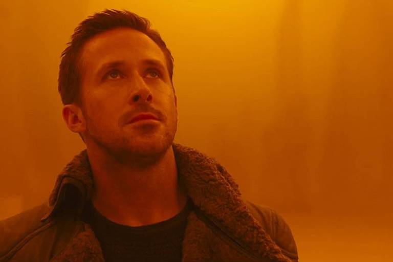 """Ryan Gosling como K e Harrison Ford como Rickk Deckard no filme """"Blade Runner 2049"""", gravado na Hungria. ***DIREITOS RESERVADOS. NÃO PUBLICAR SEM AUTORIZAÇÃO DO DETENTOR DOS DIREITOS AUTORAIS E DE IMAGEM***"""