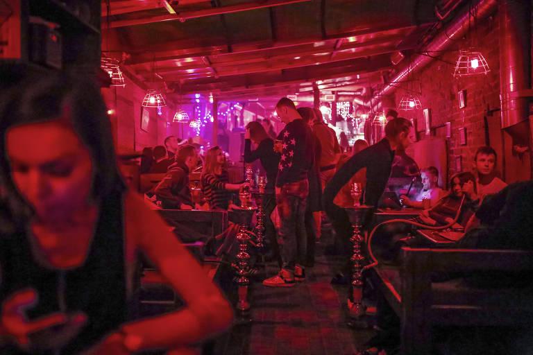 O bar Kaljannaja No.1, que atrai p�blico jovem, em Minsk, Belarus