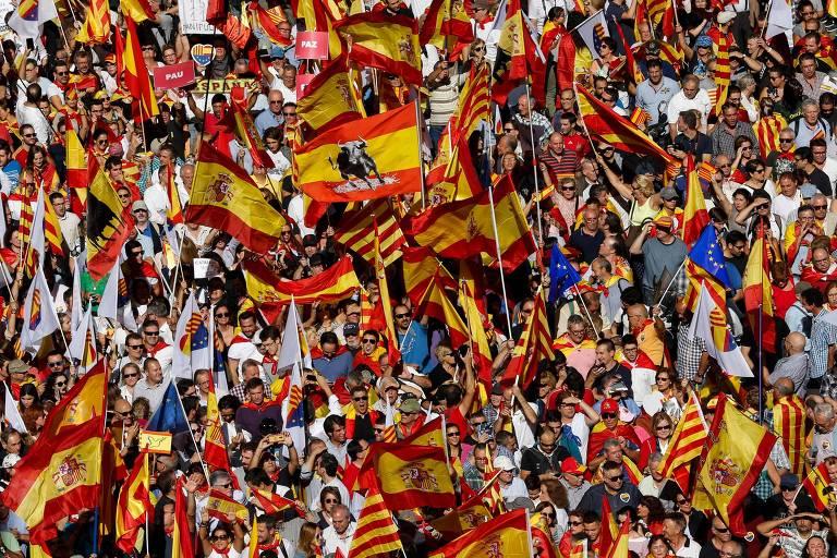 Protesto em Barcelona pede fim do processo de independência da Catalunha e a unificação da Espanha