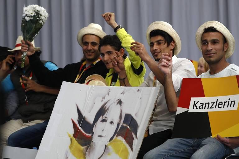 Refugiados s�rios participam de com�cio de Angela Merkel nas �ltimas elei��es
