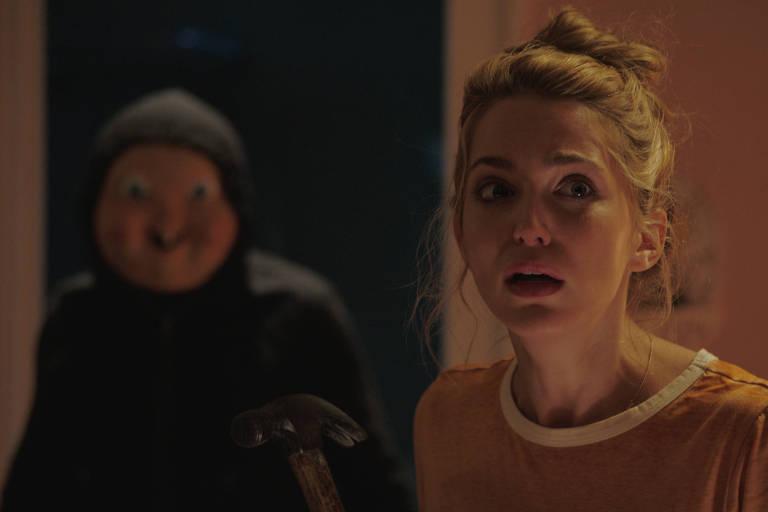 A atriz Jessica Rothe em cena do filme de terror 'A Morte te D� Parab�ns