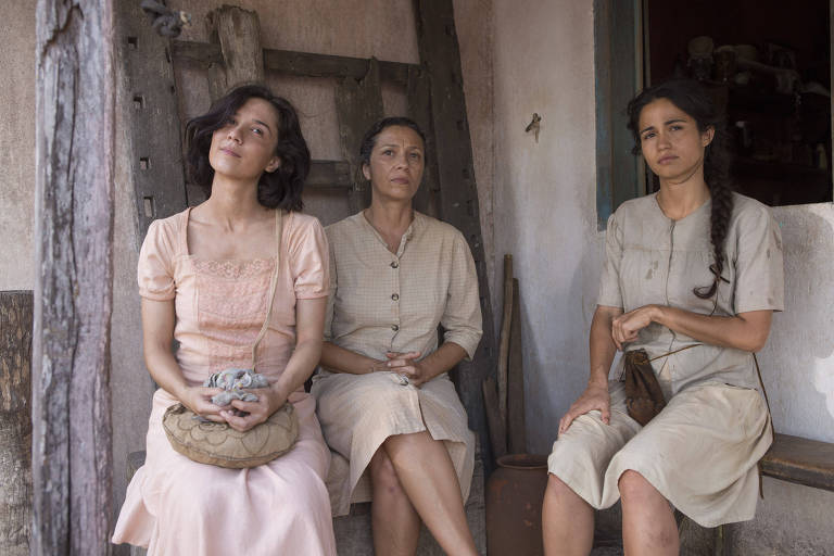 """Marjorie Estiano, Rita Assemany e Nanda Costa em cena do filme """"Entre Irmãs"""", de Breno Silveira"""