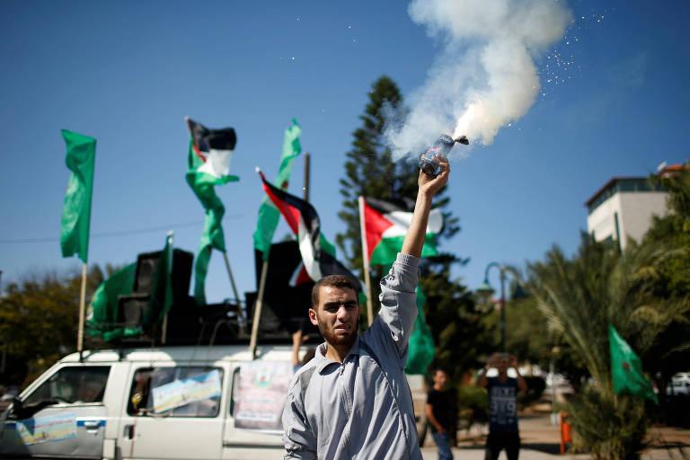 Palestino na faixa de Gaza celebra o acordo entre Fatah e Hamas