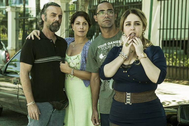 Marcelo Valle, Fabiula Nascimento, Silvio Guindane e Deborah Lamm em cena do filme