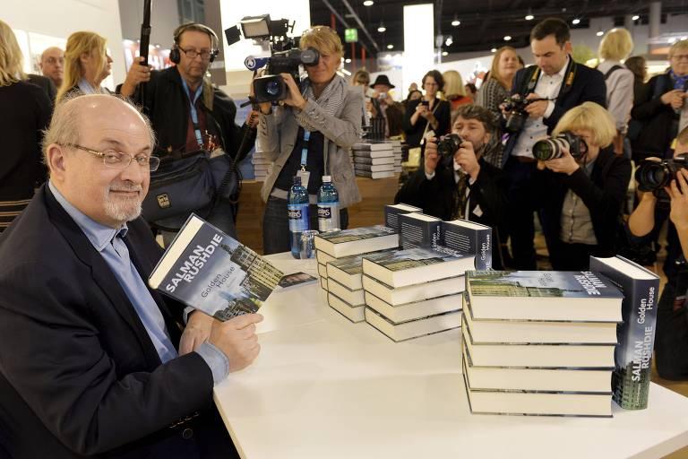 """O escritor Salman Rushdie lan�a seu novo livro, """"The Golden House"""", na Feira de Frankfurt"""