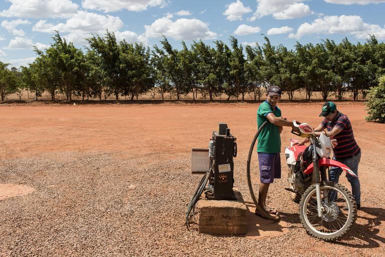 Única bomba de gasolina da Vila Panambi, criada por agricultores do sul há 30 anos na região entre Tocantins e Bahia