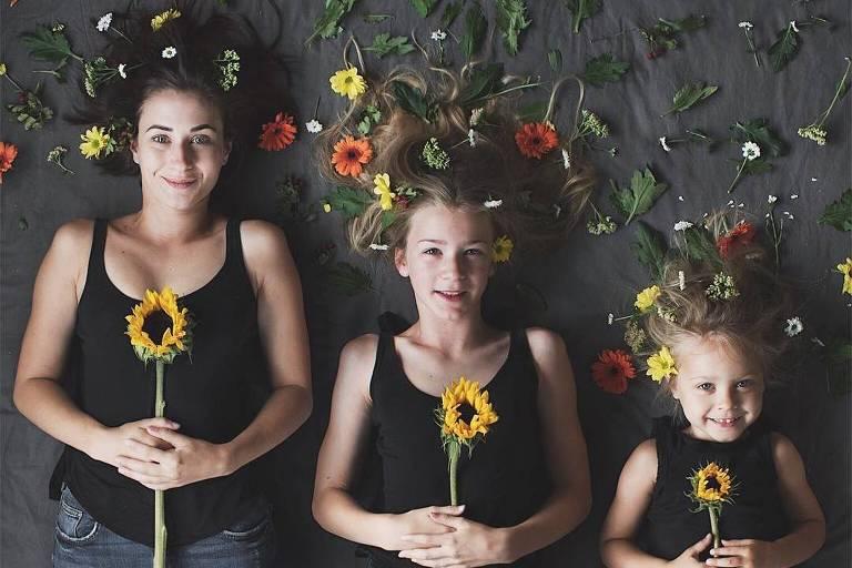 Vestidas iguais, mãe e filhas fazem sucesso nas redes sociais com série de fotos