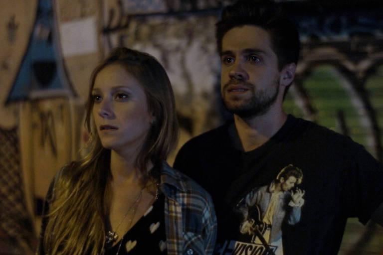 Carolina Abras e André Antunes em cena do filme de Esmir Filho e Mariana Bastos