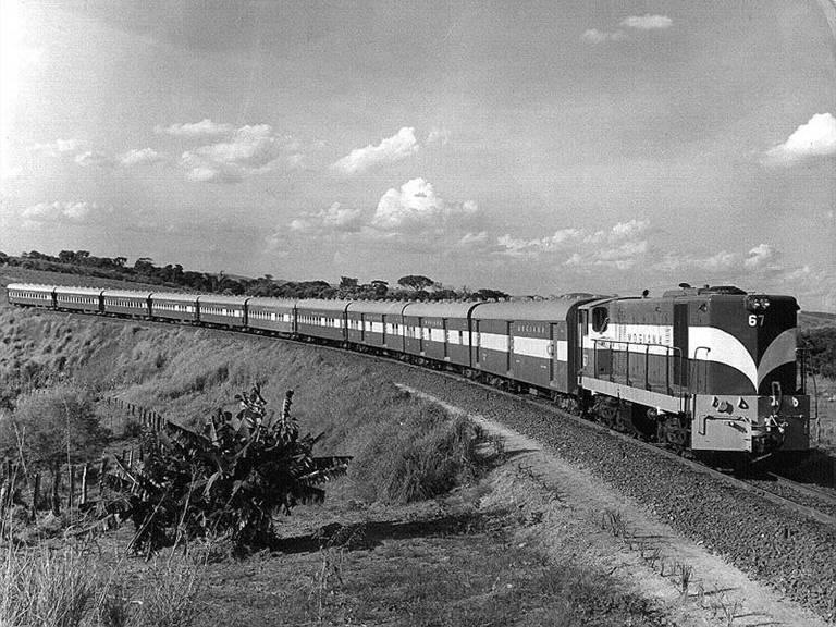 Após 2 anos de restauro, locomotiva volta a operar no interior de SP