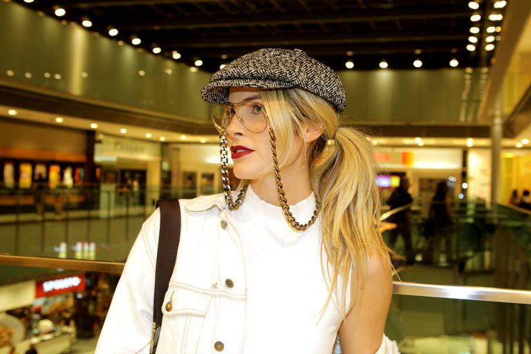 A atriz Julia Faria antes do show do cantor Caetano Veloso no Thetro Net