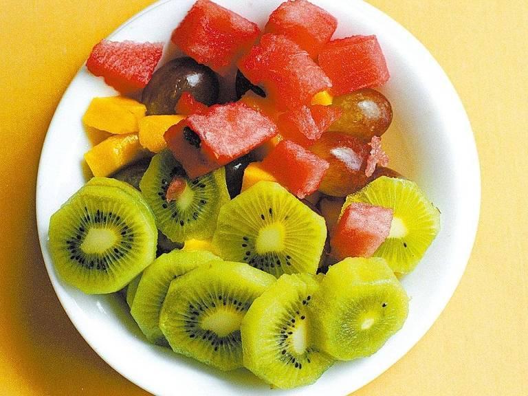 A Organização Mundial da Saúde prescreve 400 gramas ou cinco porções diárias de frutas para uma dieta balanceada
