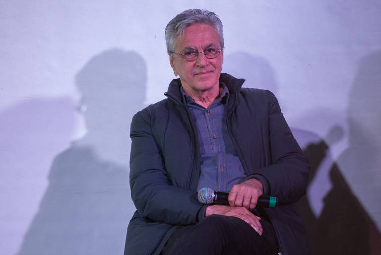 """Caetano Veloso relança """"Verdades Tropicais e Delírios Utópicos"""""""