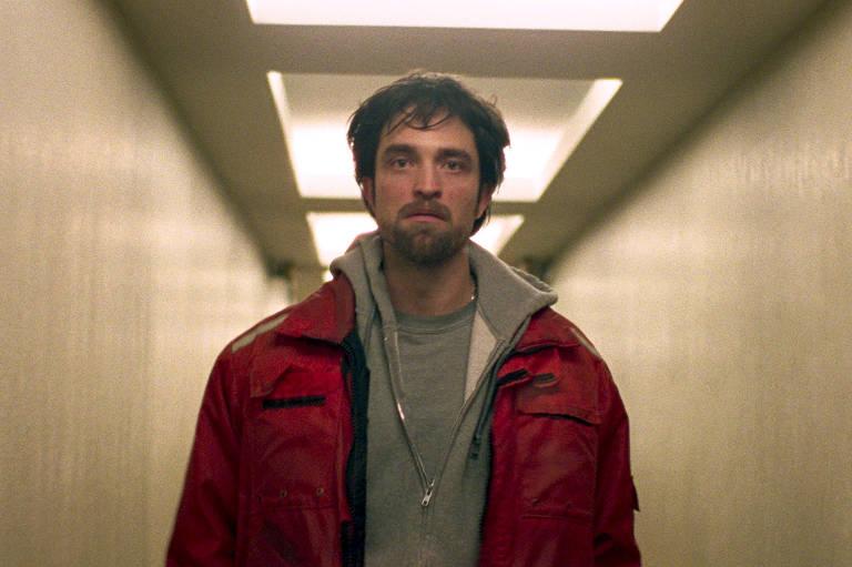 Robert Pattinson em cena do filme 'Bom Comportamento, dos irmãos Safdie