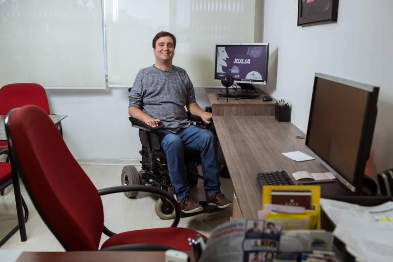 Ricardo Gonzalez, 35, que ajudou a desenvolver o Xulia, programa que permite que tetrapl�gicos usem computador com comando de voz