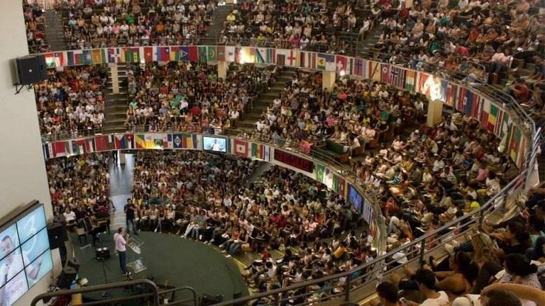 """Palestras do pastor Nelson Junior sobre movimento """"Eu Escolhi Esperar"""" chegam a reunir milhares de pessoas"""