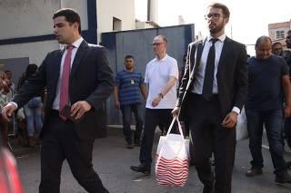 Carlos Arthur Nuzman deixa cadeia após receber habeas corpus