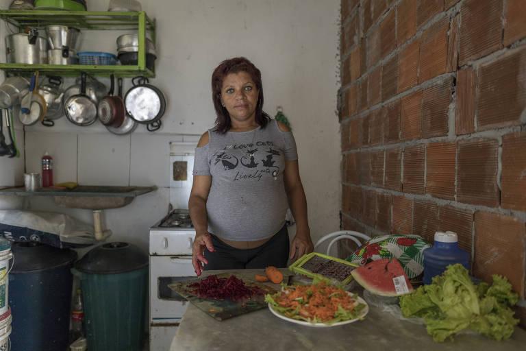 Jannaína da Silva, 36, é cozinheira do restaurante Saladorama na favela Nova Descoberta, no Recife – Renato Stockler