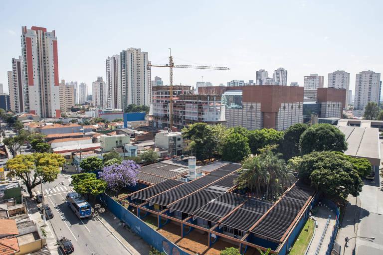 Vista a partir do edifício You Metropolitan, no Tatuapé (zona leste), que fica perto do metrô e tem monitoramento com câmeras e acesso por biometria