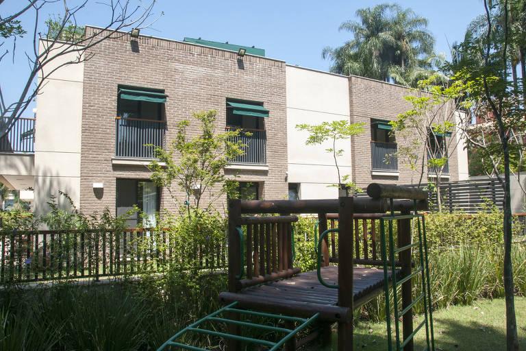 Uma das cinco casas do Condomínio Flora House & Garden, no Alto de Pinheiros, em SP