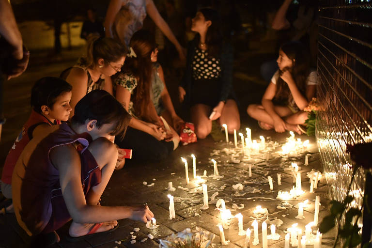 Adolescente abre fogo contra colegas em escola