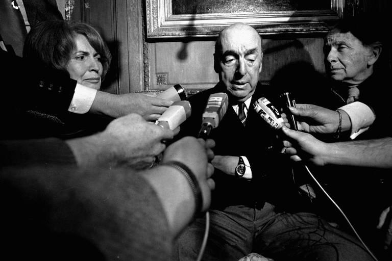 Pablo Neruda durante entrevista em Paris ap�s ter ganhado o pr�mio Nobel de Literatura, em 1971