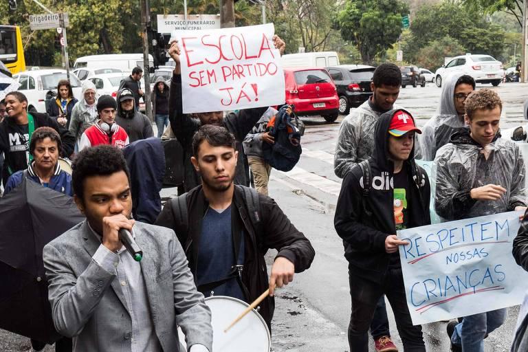 """Protesto denominado """"Marcha Pela Escola Sem Partido"""", convocado pelo Movimento Brasil Livre (MBL), no centro de São Paulo, em agosto"""