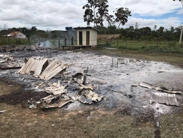 Resultado de imagem para Após discussão, estudante de 14 anos incendeia escola no interior do Acre