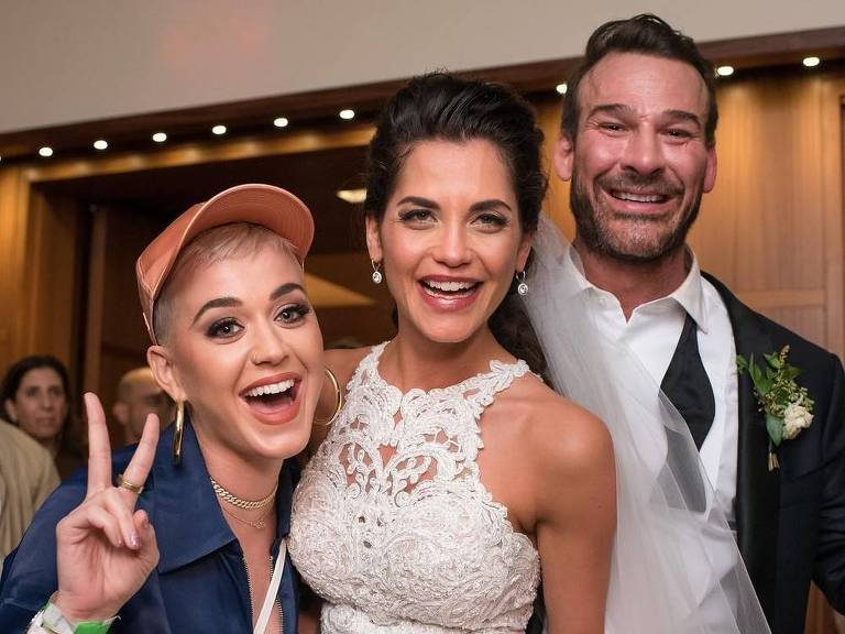 Katy Perry invade casamento