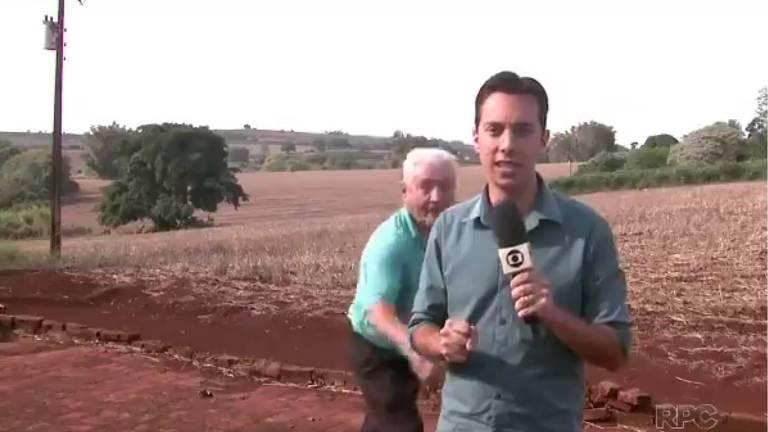 Seu Antenor assusta repórter da RPC (afiliada da Globo no Paraná), que fazia matéria sobre uma onça que supostamente vivia nos arredores de Rolândia