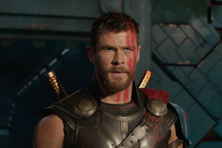 Chris Hemsworth em cena do filme 'Thor: Ragnarok'