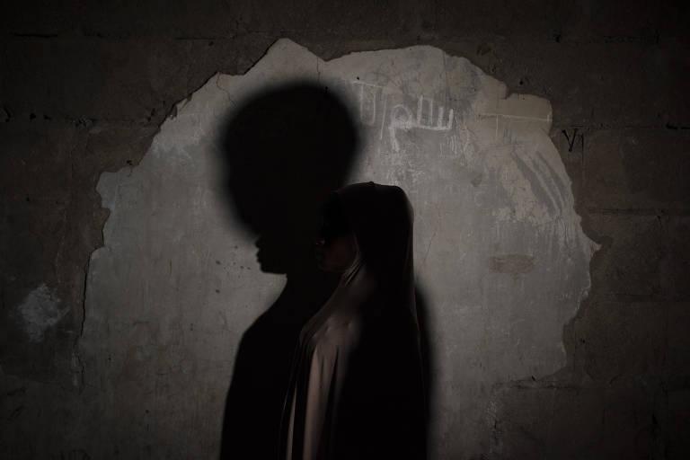 Amina, 16, foi instru�da a explodir os fi�is que oravam em uma mesquita, mas desistiu ao ver o tio