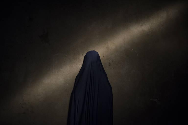 Nana, 13, disse que os militantes enrolaram o cinto em sua cintura e deixaram o detonador em sua m�o