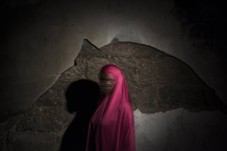 Fatima, 17, foi orientada a se jogar no ch�o na frente dos soldados, mas ao chegar perto pediu socorro
