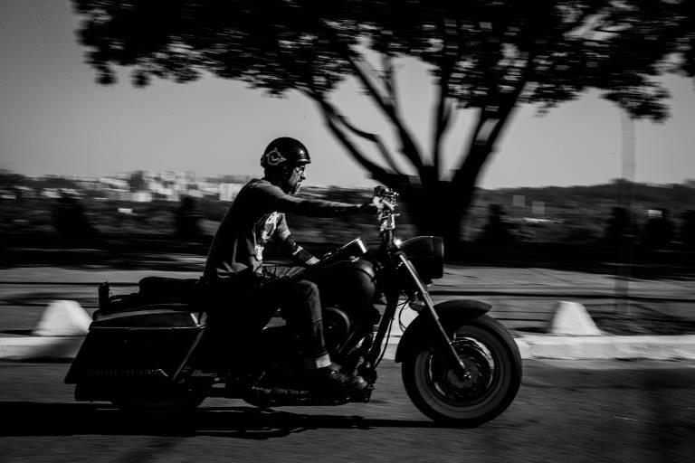 Miranda, andando com uma Harley pela Vila Madalena, começou carreira na década de 1990, nos EUA
