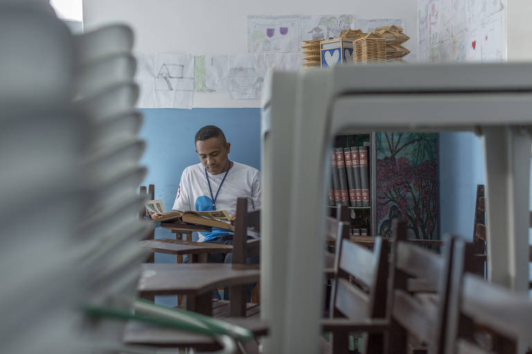 A rehab trainee studying at the Association for the Protection and Assistance of the Convicted (Apac) in Timon (Maranhão)
