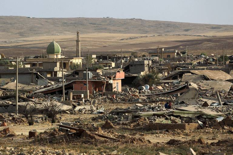 A picture taken on October 27, 2017 shows a general view of the destruction in the village of Barzan, in the Zummar area of Nineveh province, northwest of Mosul. Iraqi forces mounted a new assault on October 26 against Kurdish fighters in the strategic Zummar, tightening the screws after seizing swathes of territory in a lightning advance since mid-October. / AFP PHOTO / AHMAD AL-RUBAYE ORG XMIT: 8406