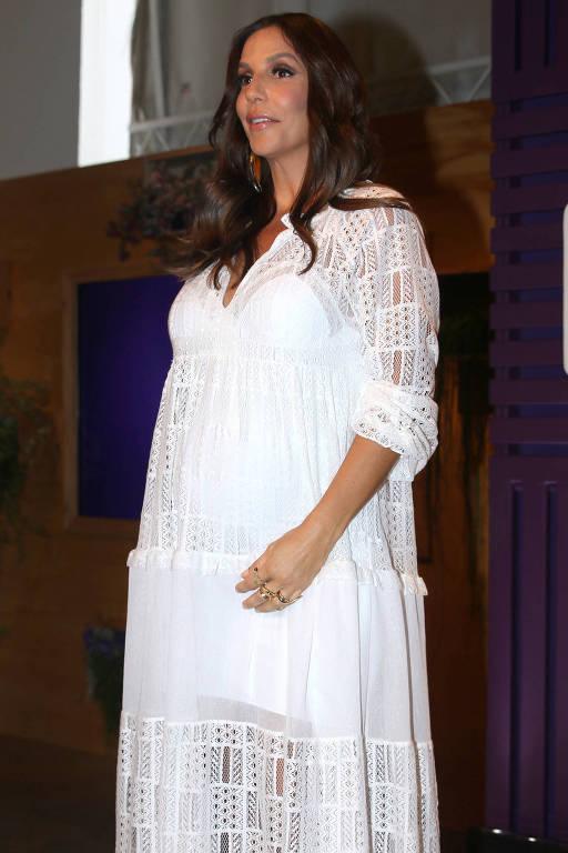 Ivete Sangalo participa de lançamento de produtos para cabelo em SP