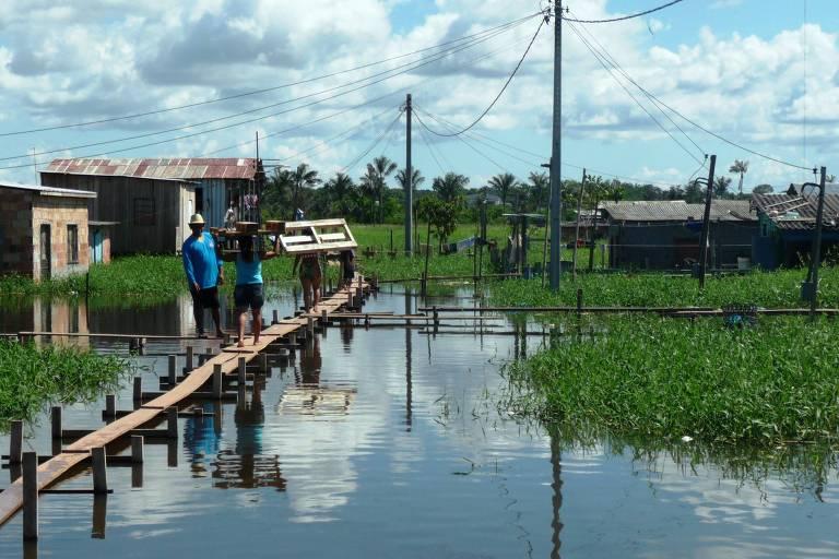 Moradores de Iranduba (AM), beneficiados pela venda de créditos ao Itaú