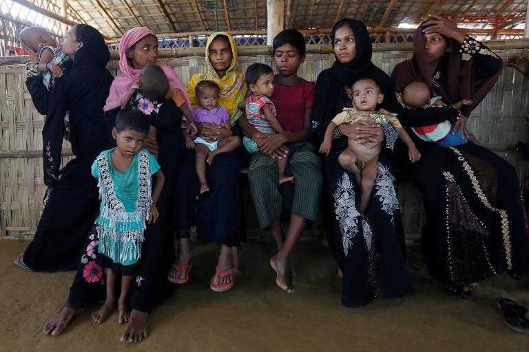 Refugiadas rohingya e seus beb�s malnutridos no centro m�dico de Palong Khali pr�ximo a Cox's Bazar, Bangladesh