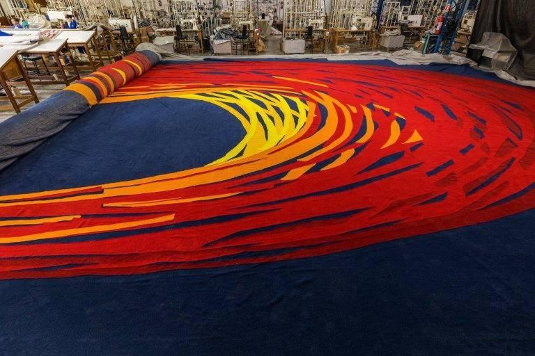 A nova tapeçaria, feita por artesãos da Punto e Filo, tem 70 metros de comprimento
