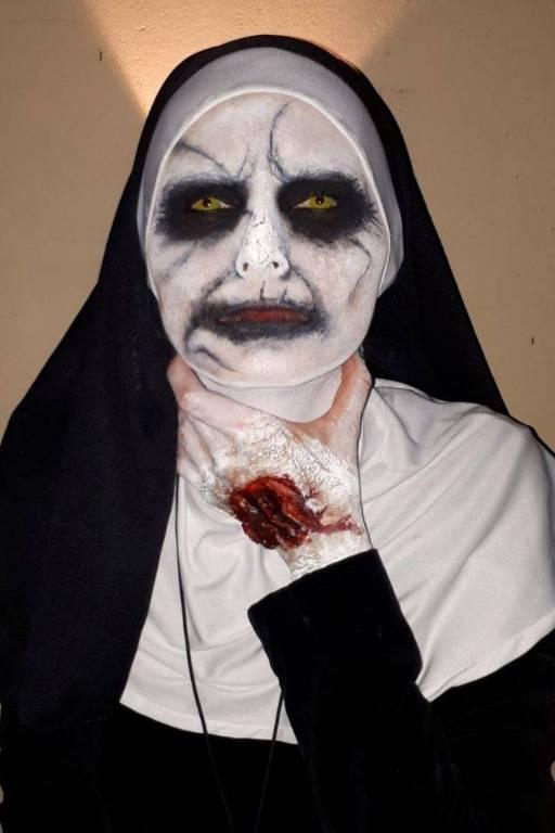 Leitora Andreia Viturino fantasiada para o Halloween