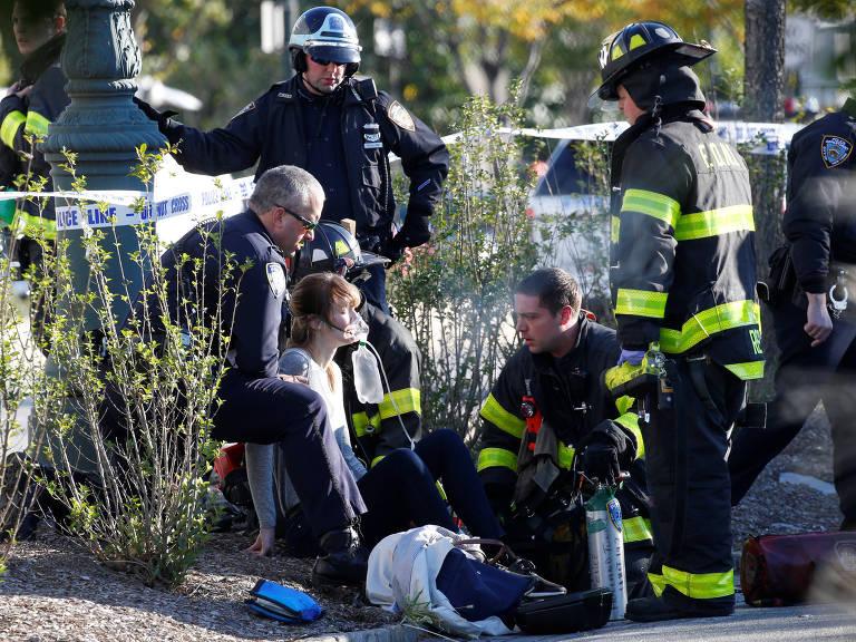 Tiroteio e colisão de veículos no Lower Manhattan