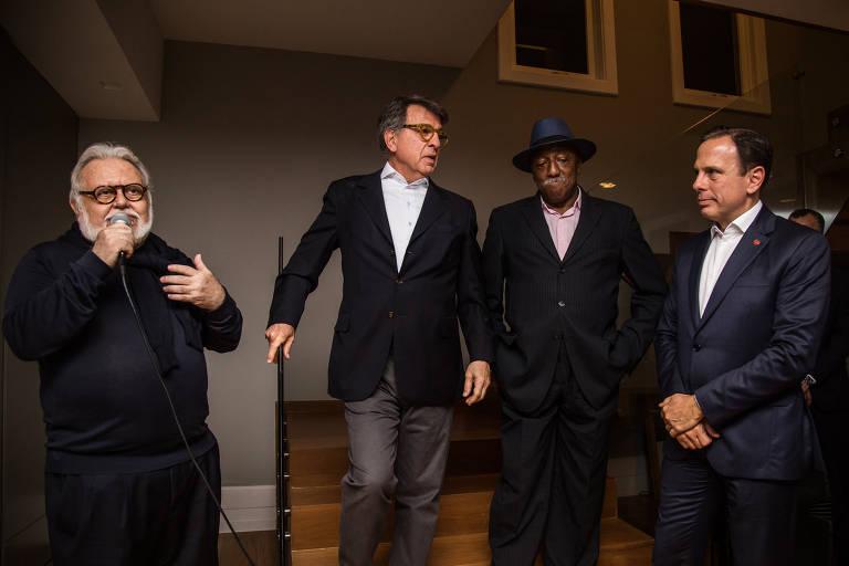 Da esq. para a dir.: o empresário Ricardo Amaral, Paulo Marinho, Paulo César Caju e o agora candidato ao governo de SP, João Doria, em jantar no Rio, em 2017